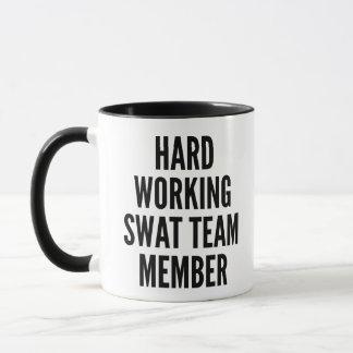 Caneca Membro de equipa SWAT de trabalho duro