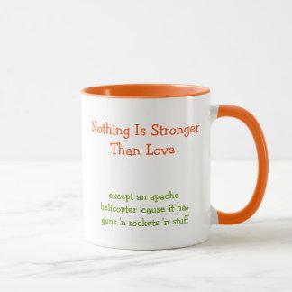 Caneca Nada é mais forte do que ama o café engraçado das