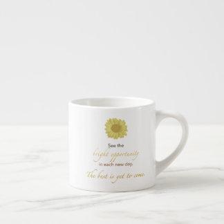 Caneca nova brilhante do café do dia