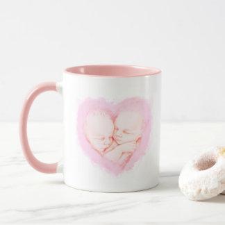 Caneca O bebê da aguarela junta o chá de fraldas