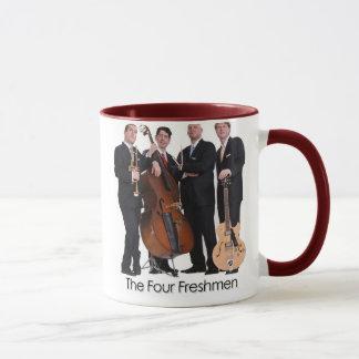 Caneca O copo de café de quatro caloiros