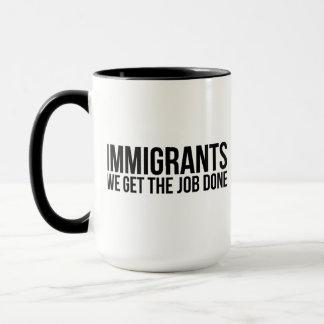 Caneca Os imigrantes que nós obtemos o trabalho feito