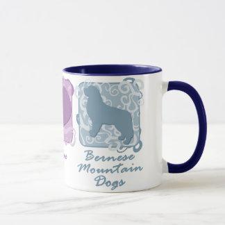 Caneca Paz, amor, e cães de montanha de Bernese Pastel