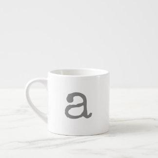 Caneca pequena do café do monograma de Gifting do
