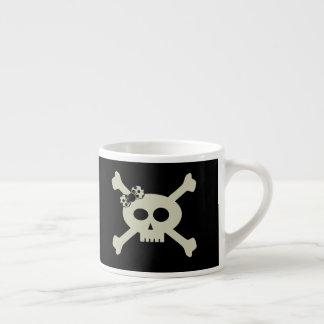 Caneca personalizada do café do pirata crânio