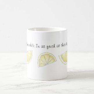 Caneca pintada fresca bonito do impressão do limão