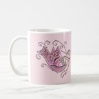 Caneca popular do pássaro da arte do Doodle - rosa
