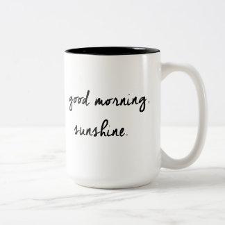 Caneca preta & branca da luz do sol do bom dia
