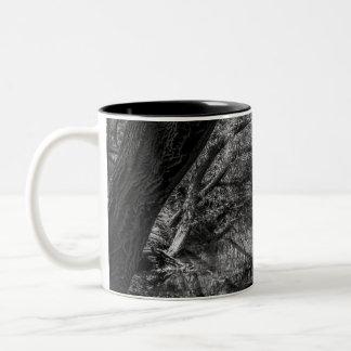 Caneca preto e branco da fotografia da natureza do
