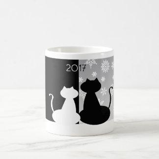 Caneca preto e branco dos gatos em 2017