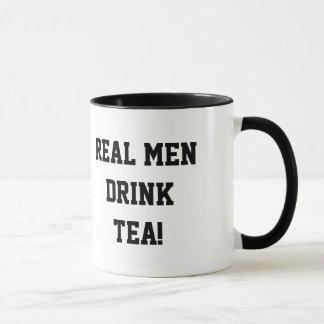 Caneca real do chá da bebida dos homens