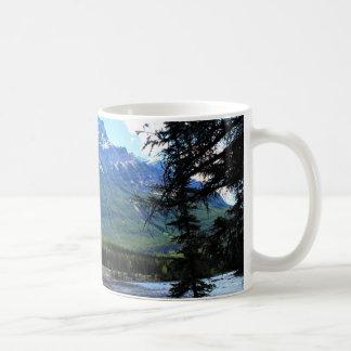 Caneca sereno do café das montanhas