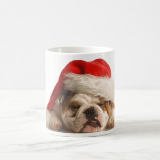 Caneca sonolento do buldogue do Natal