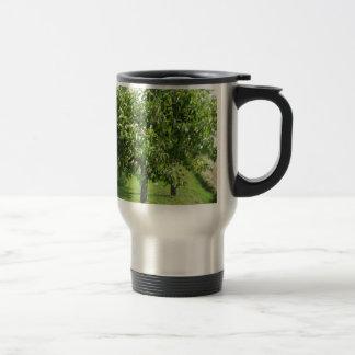 Caneca Térmica Árvore de pera com folhas do verde e frutas