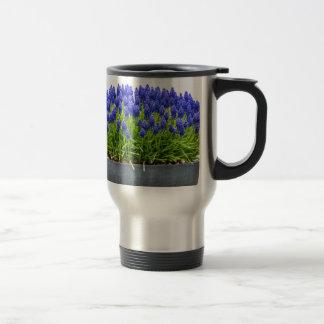Caneca Térmica Caixa cinzenta da flor do metal com os jacintos de