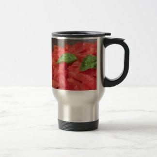 Caneca Térmica Cozinhando o molho de tomate caseiro usando o