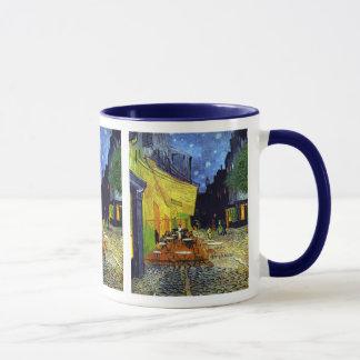 Caneca Terraço do café na noite por Van Gogh