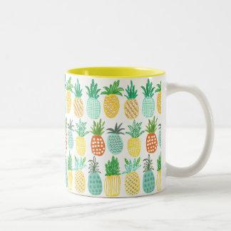 Caneca tropical do teste padrão | do abacaxi do