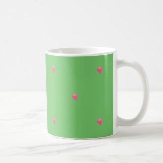 Caneca verde/cor-de-rosa dos corações dos confetes