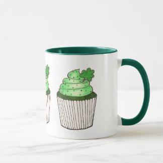 Caneca verde do trevo do cupcake do dia de Patrick