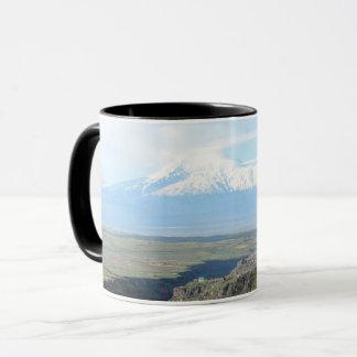 Caneca Vista na montanha Ararat do lado arménio