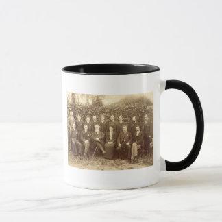 Caneca William Morris, fotografado com os funcionarios em