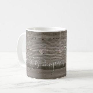 Canecas de porcelana, com obras inéditas em 3D