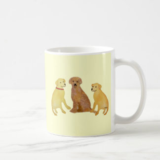Canecas douradas dos Retrievers de Labrador