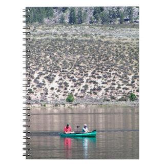 Canoe o rio de Similkameen dentro BC, Canadá Cadernos