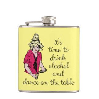 Cantil É hora de beber o álcool e a dança na mesa