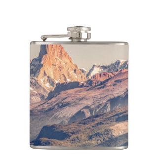 Cantil Fitz Roy e montanhas de Poincenot Andes -