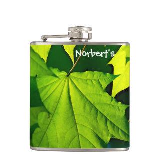 Cantil Folhas de bordo verdes frescas