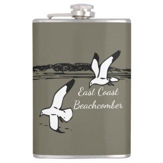 Cantil Garrafa do Beachcomber da costa leste da praia da