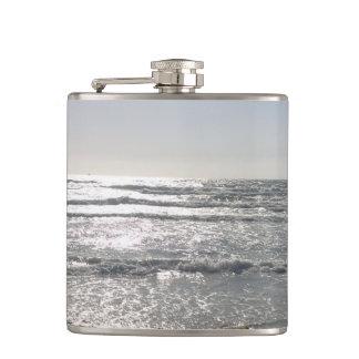 Cantil Garrafa do nascer do sol da praia