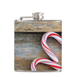 Cantil Madeira rústica com os bastões de doces do Natal