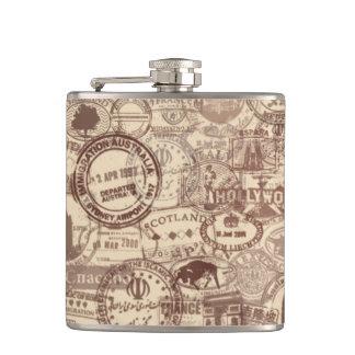 Cantil O passaporte do vintage carimba a garrafa