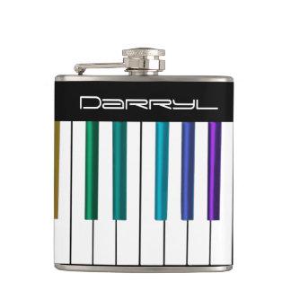 Cantil O teclado legal com piano colorido fecha a garrafa