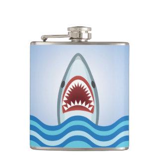 Cantil O tubarão engraçado que pula das maxilas da água