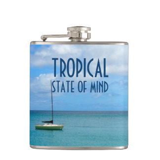Cantil Paraíso tropical da praia com foto do iate