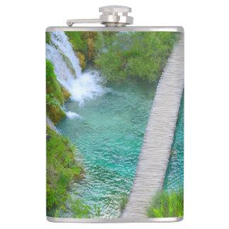 Cantil Parque nacional de Plitvice em fugas de caminhada