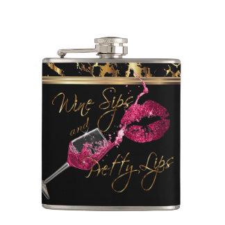 Cantil Sorvos do vinho e lábios cor-de-rosa bonito