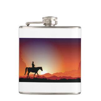 Cantil Vaqueiro que monta uma garrafa do cavalo