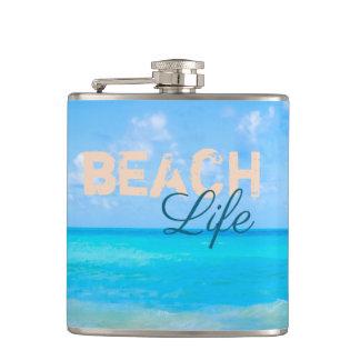 Cantil Vida da praia. Paraíso tropical de refrescamento