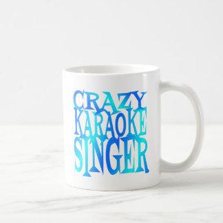 Cantor louco do karaoke caneca de café