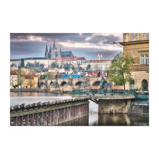 Canvas do rio de Vltava da ponte de Praga Charles