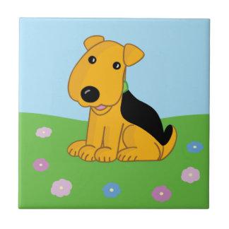 Cão bonito de Kawaii Airedale no azulejo do campo
