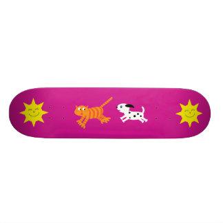 Cão bonito dos desenhos animados que persegue o shape de skate 19,7cm