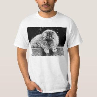 Cão da comida de comida no patamar, preto e branco camiseta