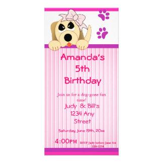 Cão da menina com arco & aniversário da casota cartão com fotos personalizado