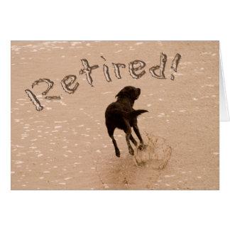 Cão da praia do anúncio da aposentadoria cartão comemorativo